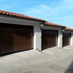 portoni sezionali simil legno installazione condominio